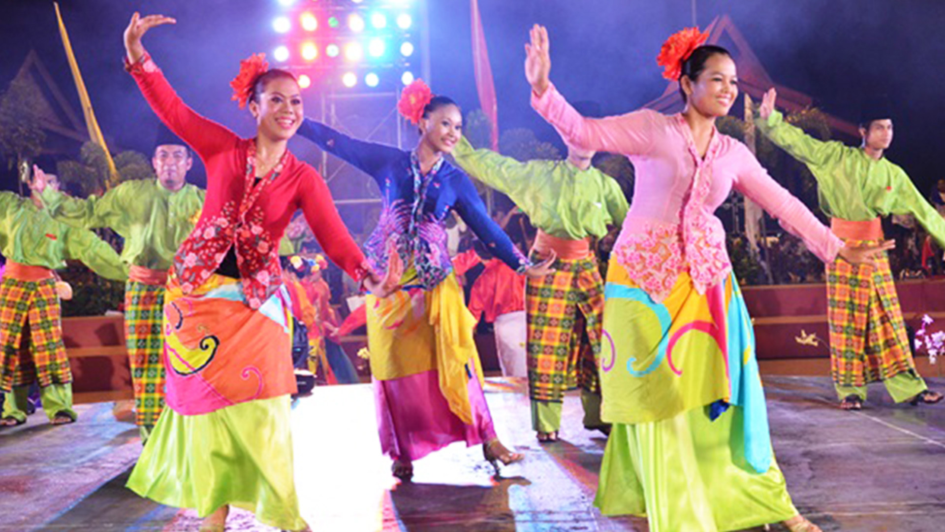 Joget is Malaysia's most popular traditional dance. It is a lively dance with an upbeat tempo. Performed by couples who combine fast, graceful movements with playful humour, the Joget has its origins in Portuguese folk dance, which was introduced to Melaka during the era of the spice trade
